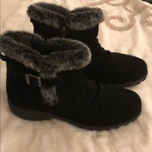 Black boots with faux fur
